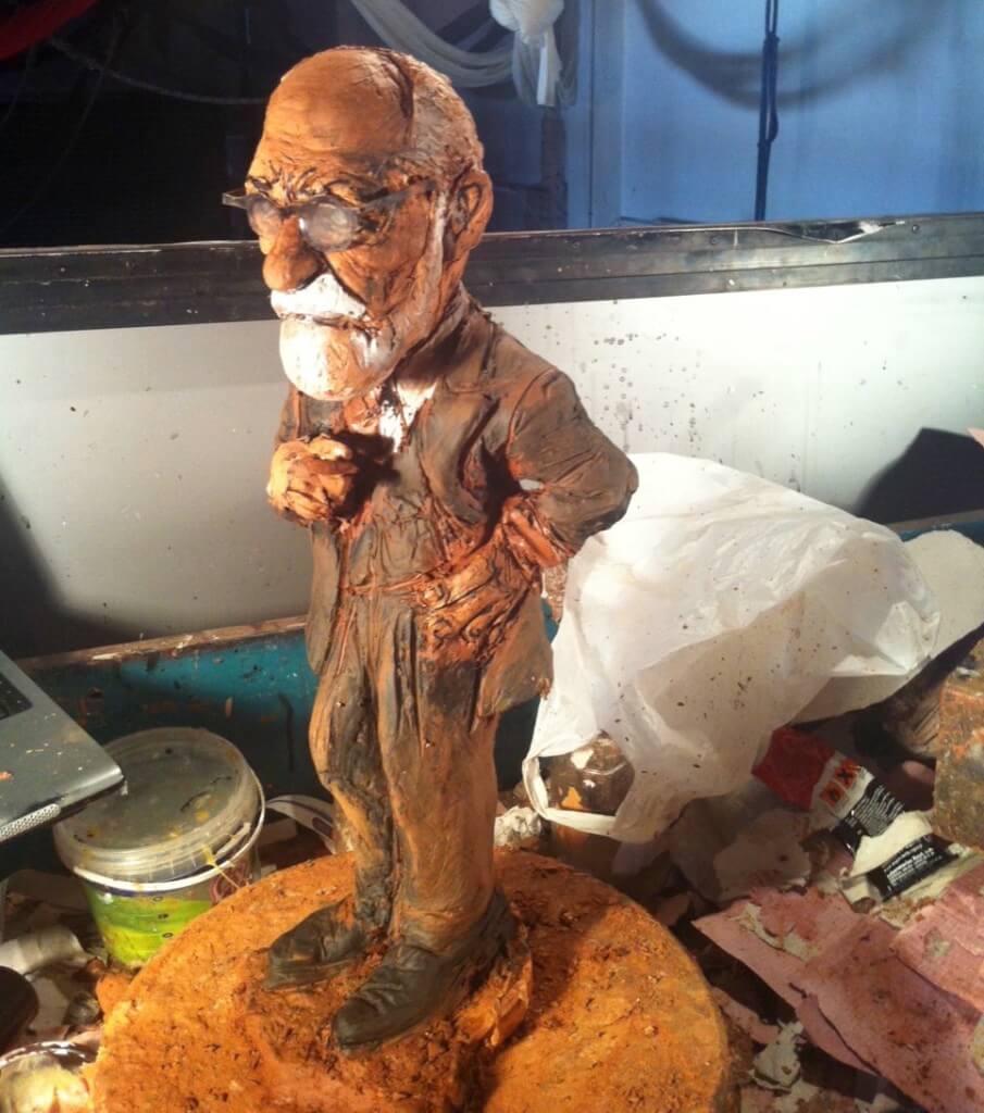 escultura en barro de Sigmund Freud