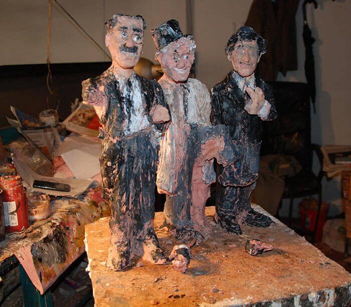 figuras de papel mache de los hermanos marx hechas en barro