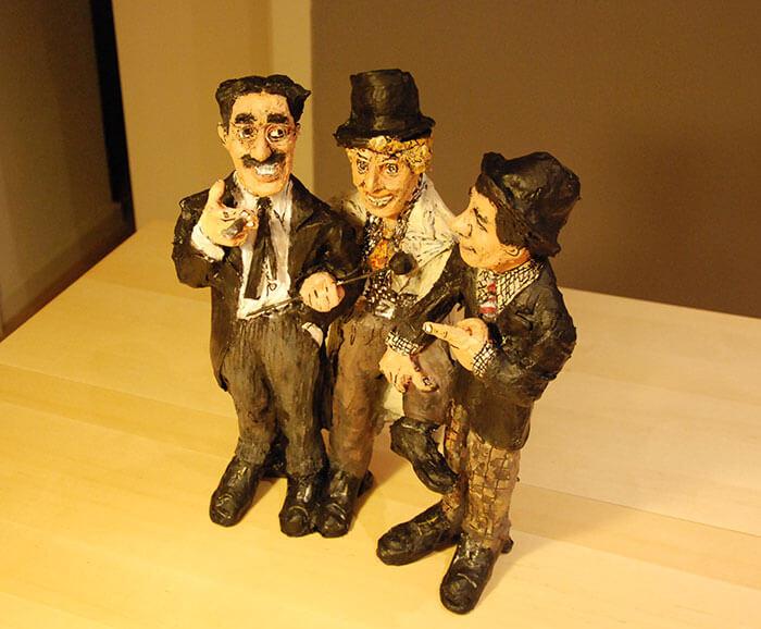 marx brothers figura hecha en papel mache