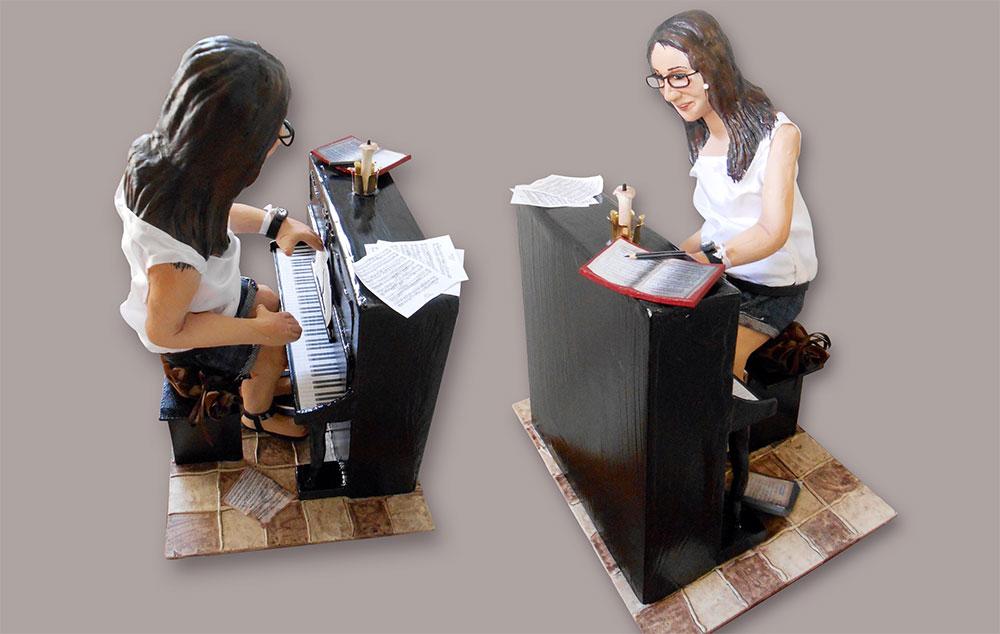 Figura de papel maché personalizada pianista