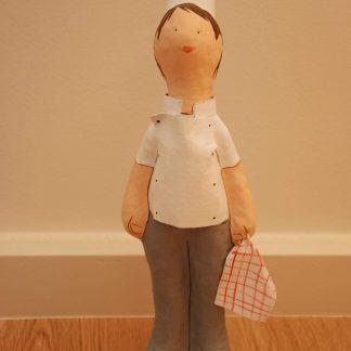 figura de papel mache de cocinera