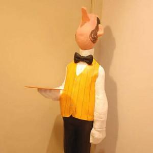 figura de papel mache de mayordomo