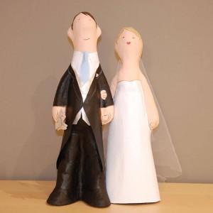pareja de novios de papel mache para bodas