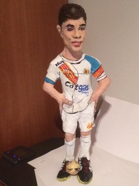 figura personalizada de un chico futbolista